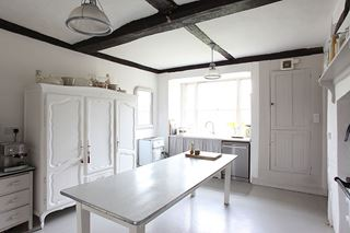 Photo of Clean Wash White Kitchen with Mixed Modern Style